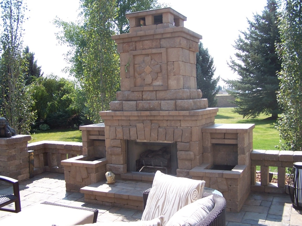 backyard_fireplace_construction_idaho_falls